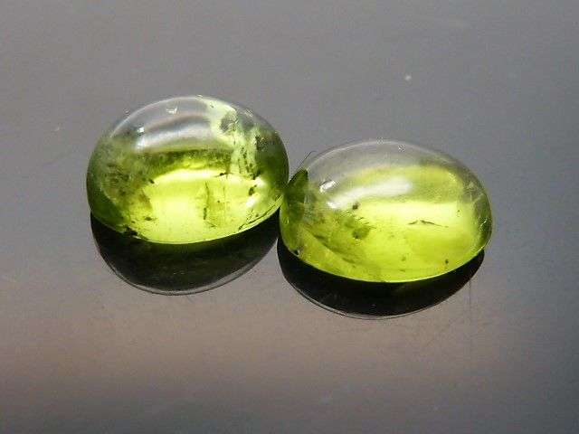 2 peridots - 5.64 ct **No reserve price**