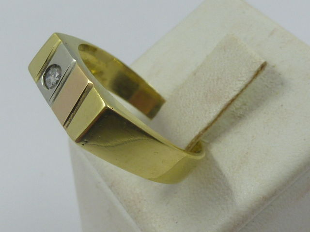 Men's ring with diamond