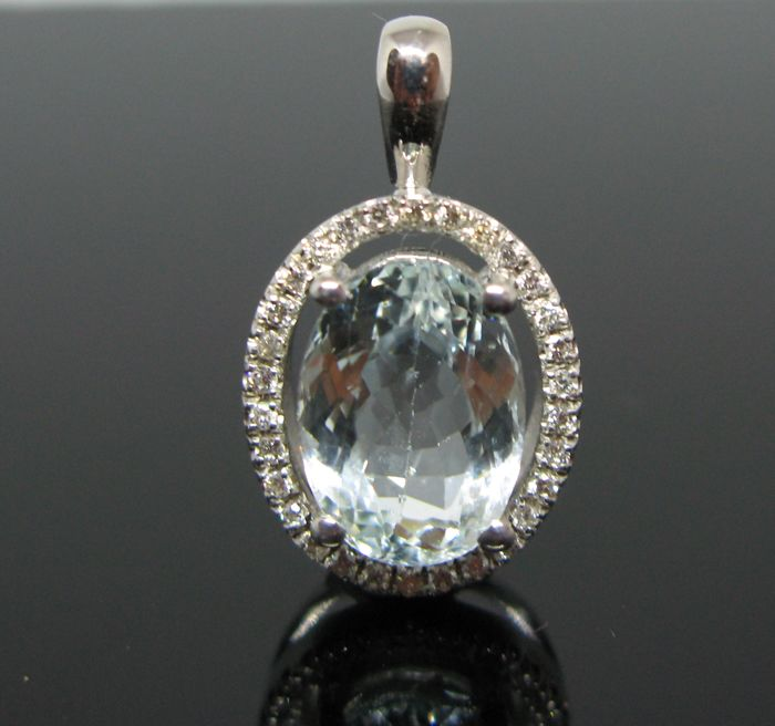 """ Lady D "" model 18 kt white gold pendant set with 1 natural aquamarine oval faceted-cut ct 3,80 and 30 diamonds round-brillant-faceted ct 0,30 tot F-VVS1.  No reserve price"