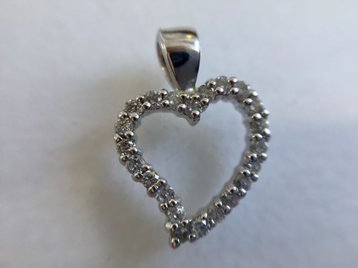14K white gold heart pendant set with 0,23ct diamonds