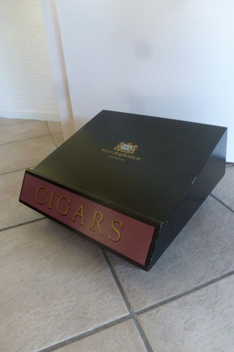 Counter display of the well-known exclusive Amsterdam cigar