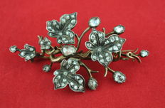 Antique 1860's-80's Diamond (tot. +/-3.00ct) Flower Brooch, handmade 18k Gold with silver fastenings around the diamonds