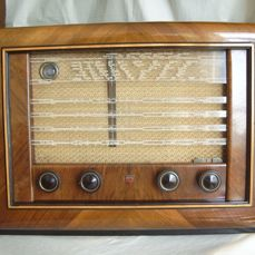 Beautiful tube radio PHILIPS BX594A from 1949 in beautiful wooden cabinet and playing condition