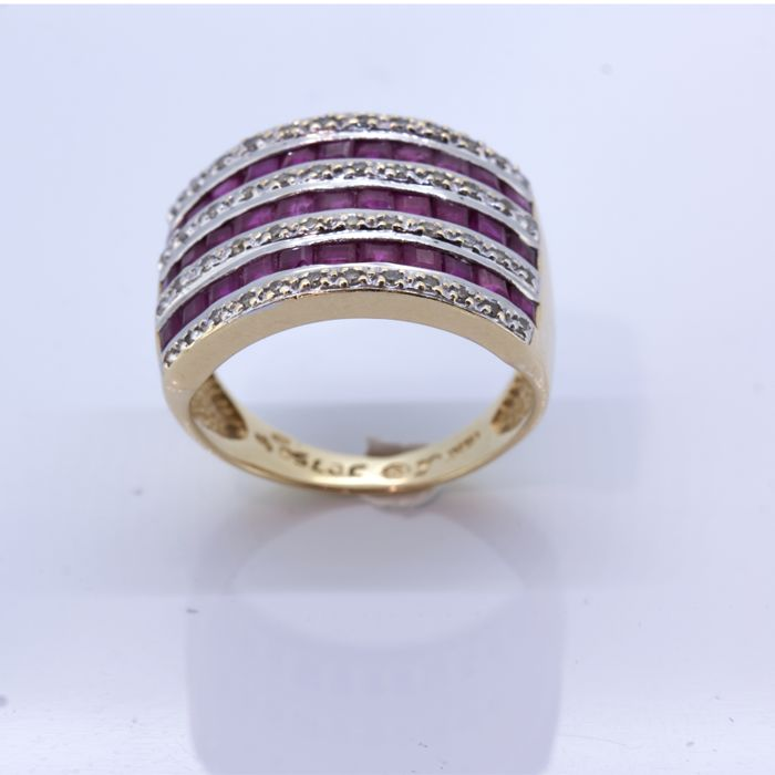 Gold cocktail ring with brilliants and rubies 1 ct