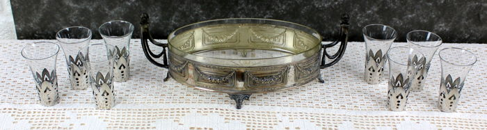 Silver-plated bowl with 8 glasses in a silver framework
