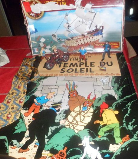 Tintin - Meccano Licorne + cravate + figurines + affiche Temple du Soleil - First Edition