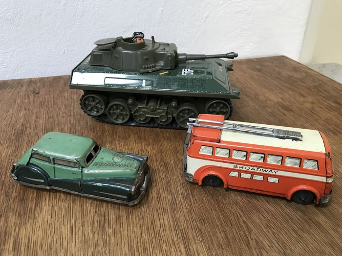 Lot Joustra clockwork Broadway Trolleybus, radarcar, tank