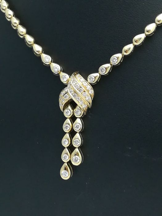 Gold choker in 18 kt with 42 brilliant cut diamonds of 1.20 ct in total