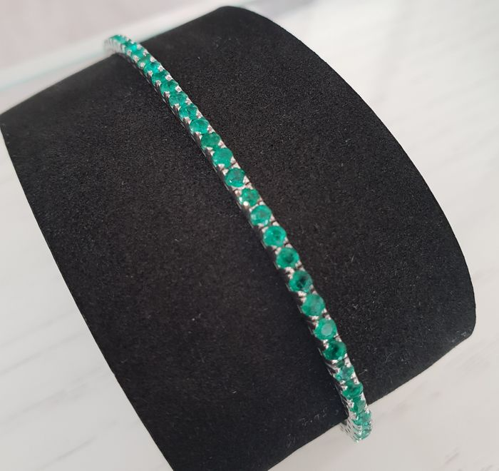 Tennis bracelet with emeralds, in 18 kt white gold - length of bracelet 19 cm