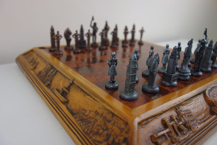 Chess of art and Hispanic traditions.