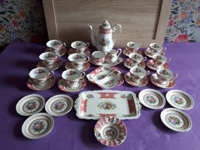 Royal Albert - complete Tea/Coffee service for 12 persons, 'Lady Carlyle'