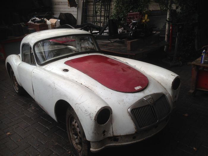 MG - A coupe 1500 cc met twincam chassis - 1958