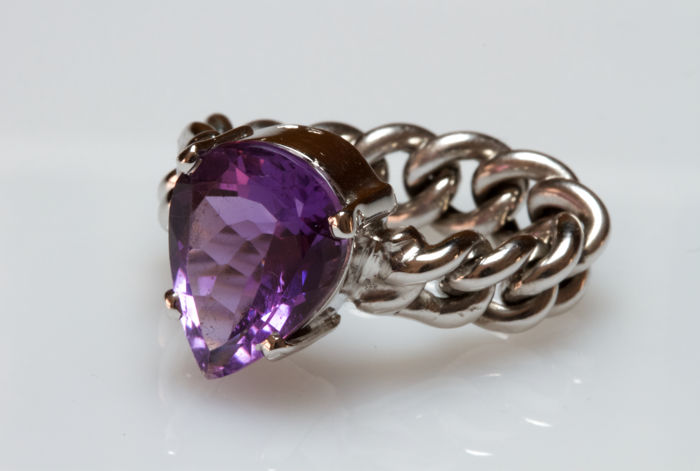 Chain ring in 18 kt white gold with pear cut amethyst - Size 14 adjustable