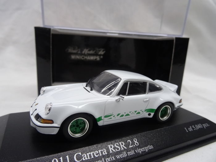 MiniChamps - 1:43 - Porsche 911 Carrera RSR 2.8 - Color White with green stripes / rims