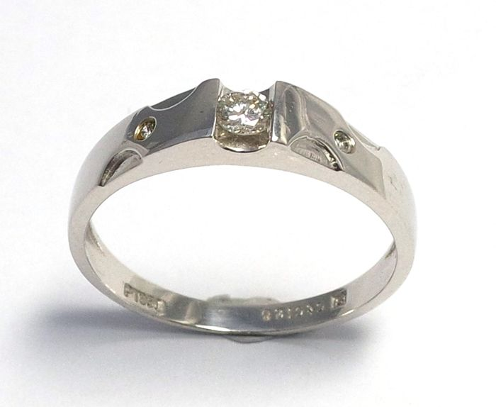 Platinum PT 950 with 0.126 ct Diamond Ring - Ring size P 1/2