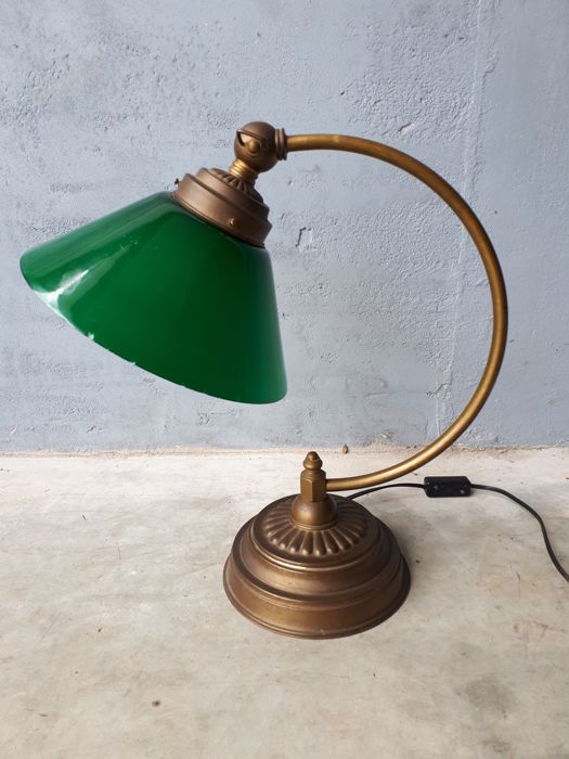 Antique desk lamp with green glass shade - Antique Desk Lamp With Green Glass Shade - Catawiki