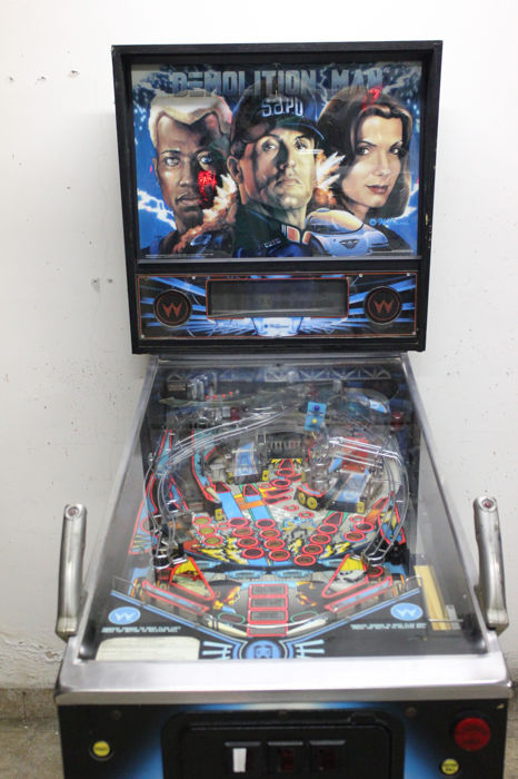 Demolition Man pinball machine - Williams 1994