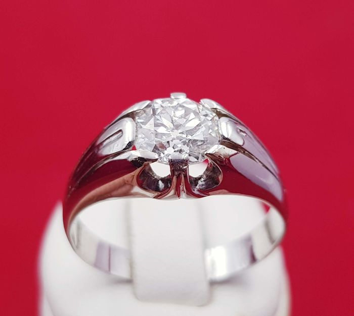 Unisex solitaire ring made of 18 kt white gold with a large 1.45 ct diamond, quality I1, colour L. It comes with IGE certificate