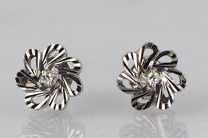 Stud earrings made of 585 white gold with diamonds, no reserve price