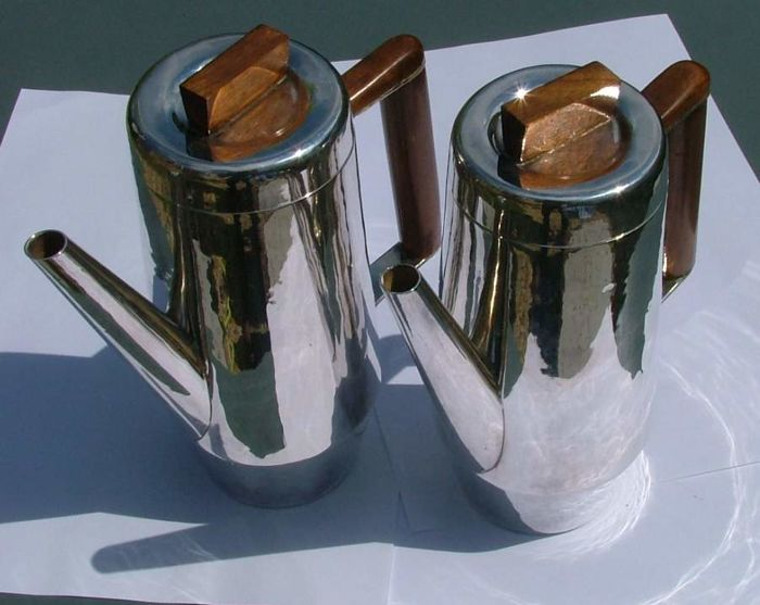 Hammered matching pair of sterling silver coffee pots – art deco style. London 1968.