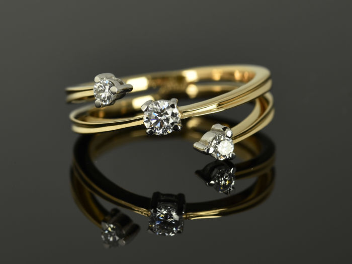 Gold ring 14 kt  Diamond, 0.27 ct in total Size: 53 (17 mm diameter)