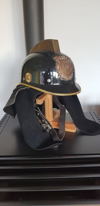 Dutch national fire service helmet with coat of arms and copper crest, seventies, including complete interior