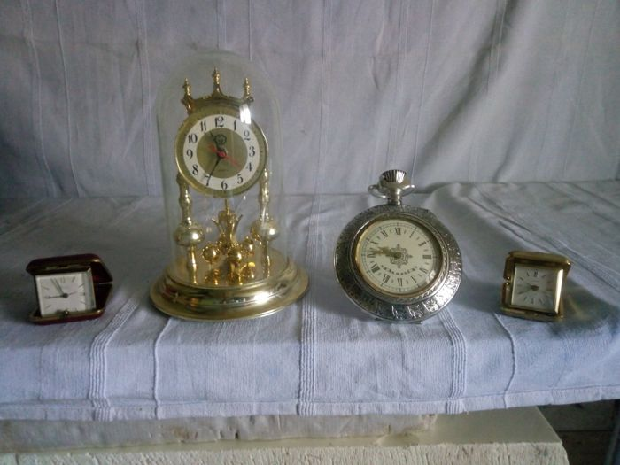 Lot of four vintage desk clocks, 20th century