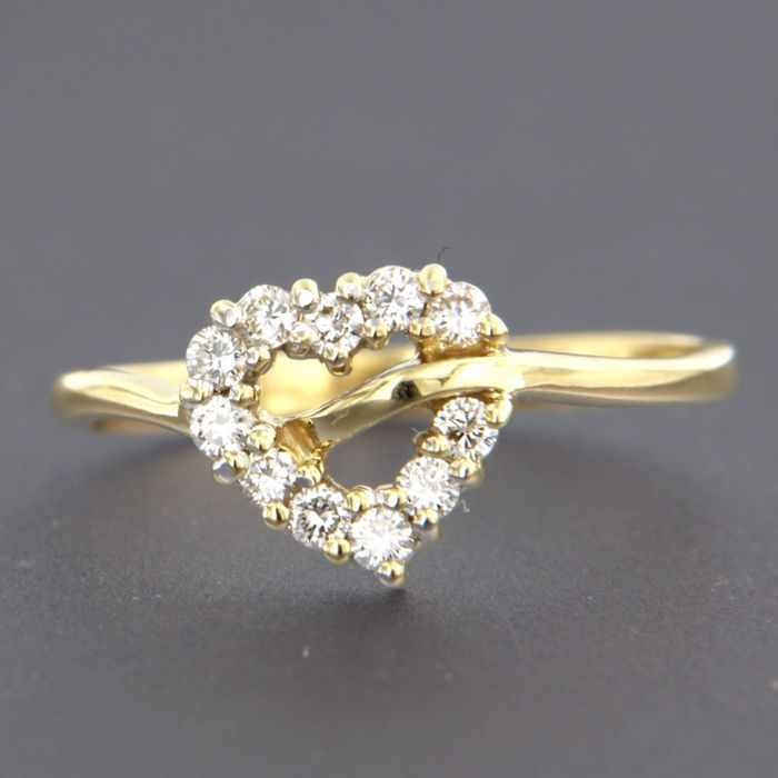 18 kt yellow gold ring set with 11 brilliant cut diamonds of approx. 0.25 ct in total