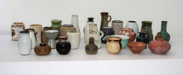 31 pieces of Dutch ceramic, small format and miniatures