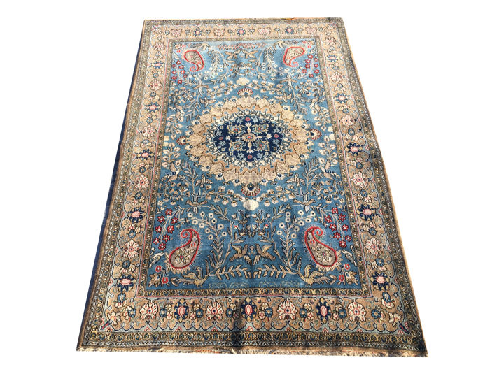 Ghoum silk carpet measuring 205 x 120 cm