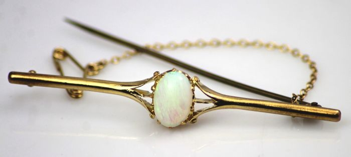 Gold 18 kt 4.2 g Opal Bar Brooch Circa 1910