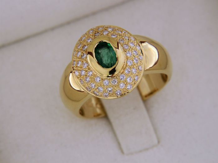 18 kt gold ring, emerald and diamonds, 0.80 ct