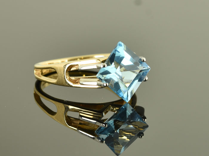 Gold 14 kt  Ring with topaz Size: 50 (ø 16 mm)