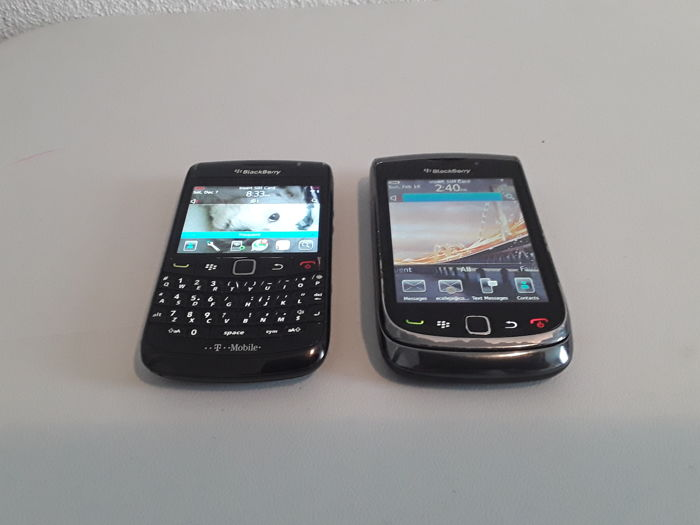 2 vintage phones - BlackBerry Bold 9780 and Blackberry 9800 torch !