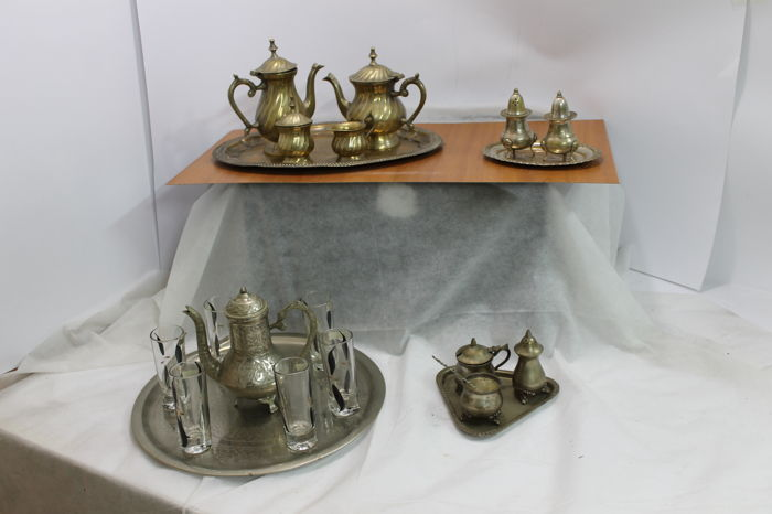 4 salt and pepper sets in brass and copper, in good condition