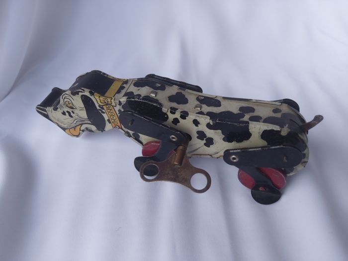 Snoopy the dog ( Beagle ) - Length 21 cm - Tin Toy with clockwork by Mettoy, 1950's.
