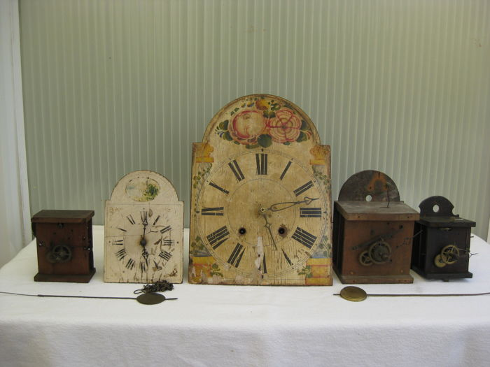 5 timepieces: Schwarzwalder / Apple clock / 2nd half 19th century