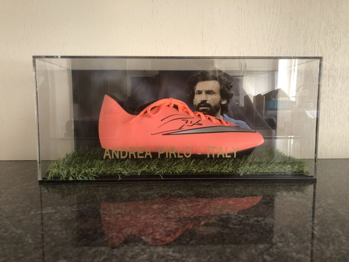 Andrea Pirlo autographed Nike mercurial football boot e in case with photo of the moment of signing and COA