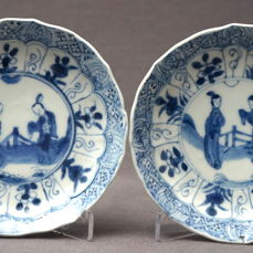 Saucers which are decorated with Long Elizas - China - Around 1700 (Kangxi period)