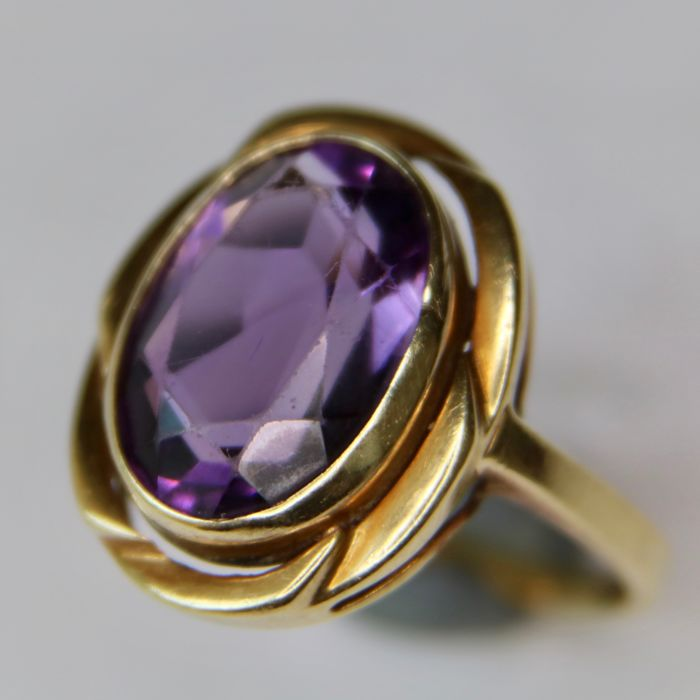 Yellow gold Handcrafted ring 585/14kt with an oval faceted natural Amethyst of approx. 3.41Ct.