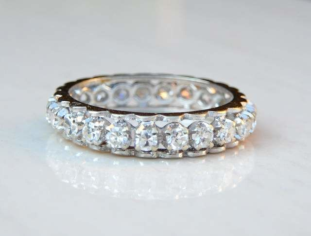 Superb American wedding ring with 23 diamonds for 0.69 ct, F/G, VS1/2 - NO RESERVE!!