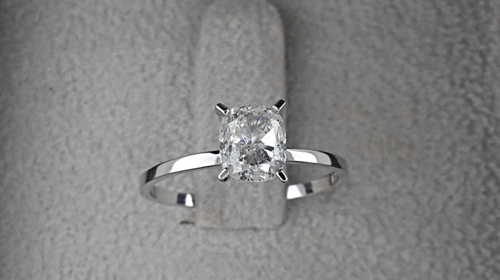 1.05 ct  D/SI1 cushion diamond ring of 14 kt white gold -  ***NO RESERVE PRICE ***