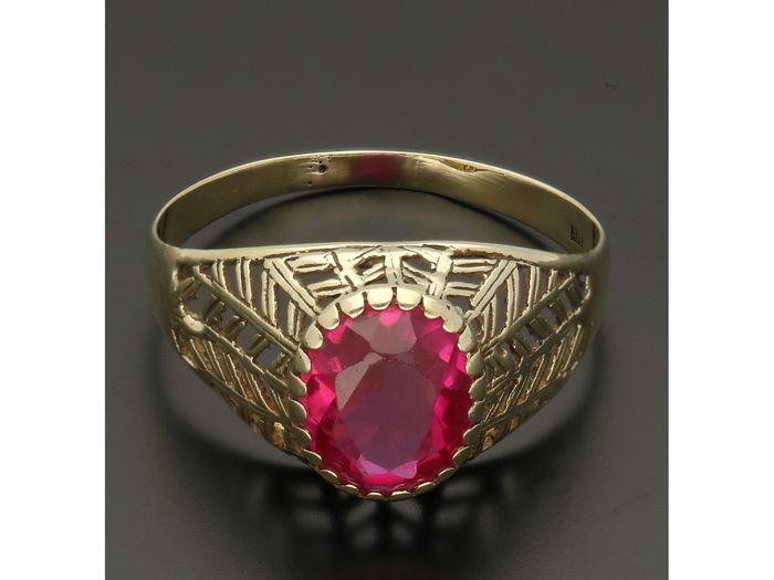 14 kt - Yellow gold openworked ring set with synthetic ruby - Ring size: 18 mm