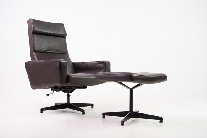 Walter Knoll - luxurious lounge chair with footstool