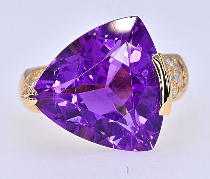 10.98 Ct Trillion Amethyst with Diamonds ring - size 14 - No reserve price