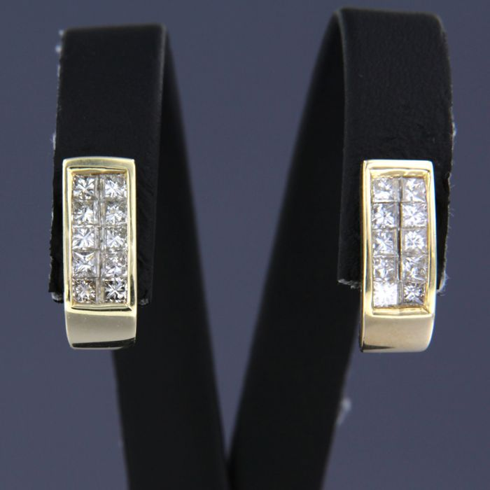 Earrings - Gold - No indication of treatments - 1.2 ct - Diamond
