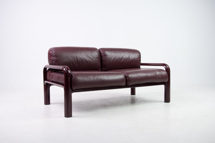 Gae Aulenti for Knoll International - 2-seater sofa in burgundy leather -  Catawiki
