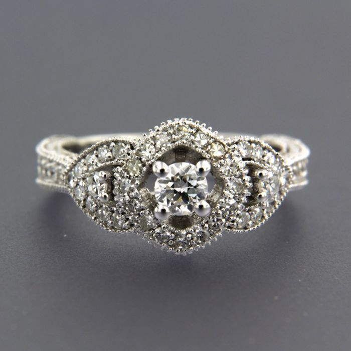 14 kt white gold ring set with a central Bolshevik - and 44 single-cut diamonds, approx. 1.07 ct in total