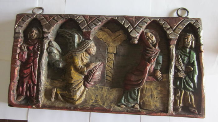 Annunciation in carved polychrome wood
