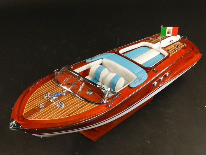 Model boat entirely made of wood Riva Aquarama - 53 cm
